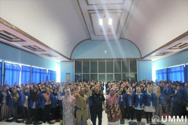 LPPM Of UMMI Briefed 672 Students To Get Them Ready Helping The Society in Community Service Program