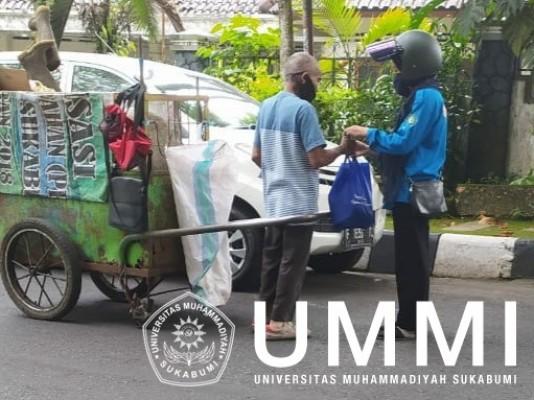 Peduli Covid-19, Mahasiswa Pendidikan Biologi UMMI Turun ke Jalan Bagi Sembako